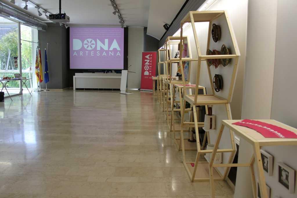Exposición Dona Artesana
